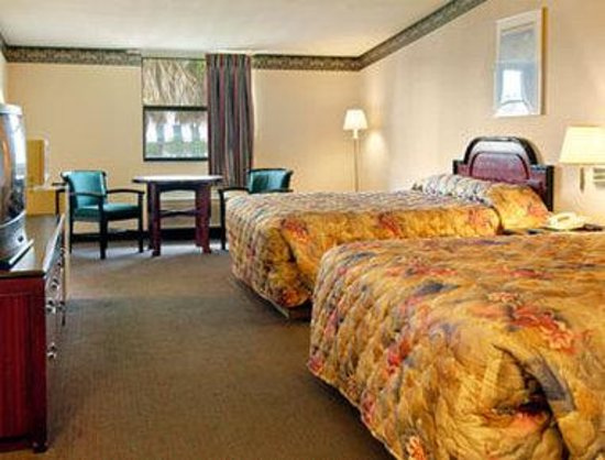 Ramada Limited Lake City: Standard Two Queen Bed Room