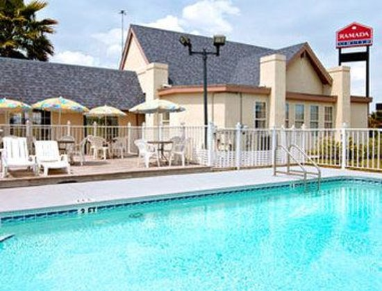 Ramada Limited Lake City: Pool