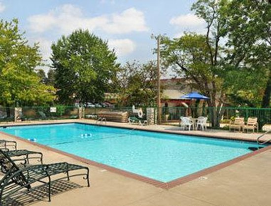 Ramada Inn Branson: Pool