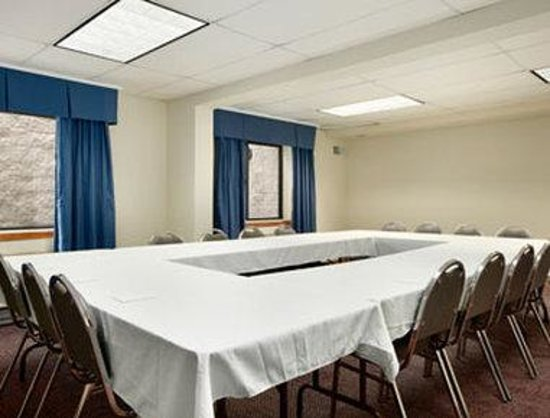 Waukesha, Wisconsin: Meeting Room.