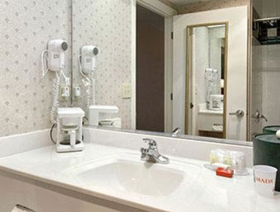 Ramada, The Lodge on Lake Chatuge: Bathroom