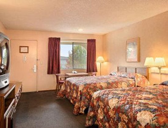 Gilroy, CA: Standard Two Queen Bed Room
