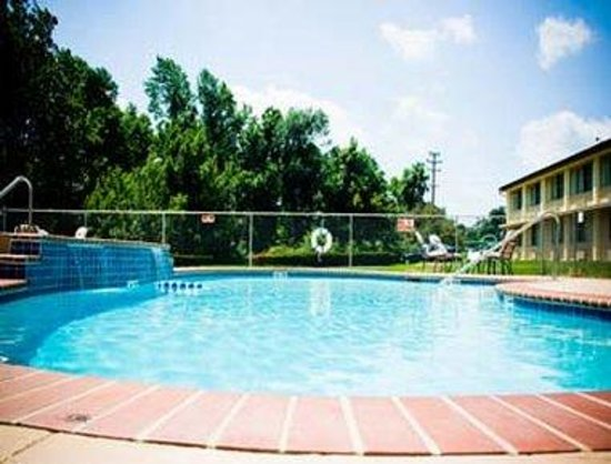 Bordentown, NJ: Pool