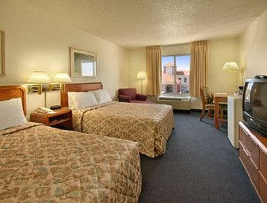 Ramada Inn St. Louis Airport/Hazelwood: Standard Two Double Bed Room