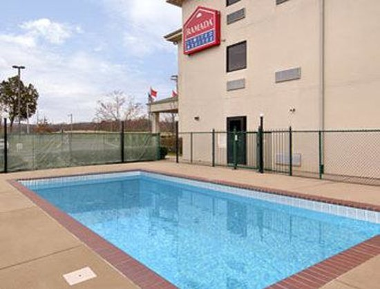 Ramada Limited and Suites - Franklin: Pool