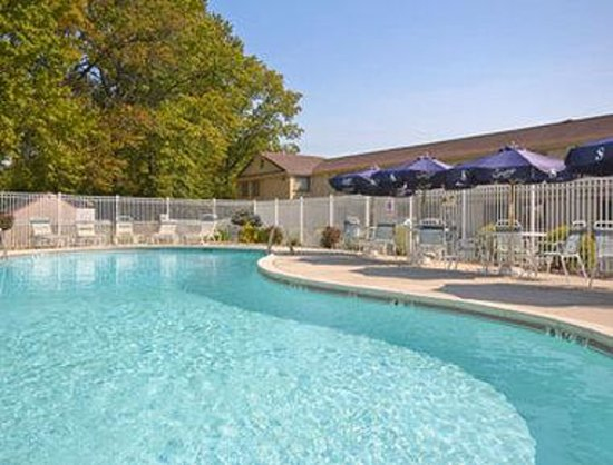 Flemington, NJ: Pool