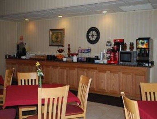 Triangle, VA: Breakfast Area