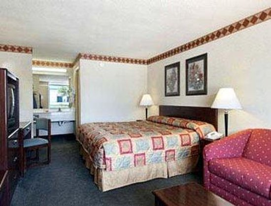 Calhoun, GA: Standard King Bed Room