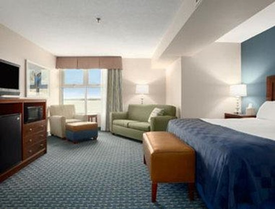 Ramada Geneva Lakefront: Executive King Bed Room