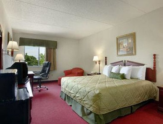 Bolingbrook, IL: Standard King Bed Room