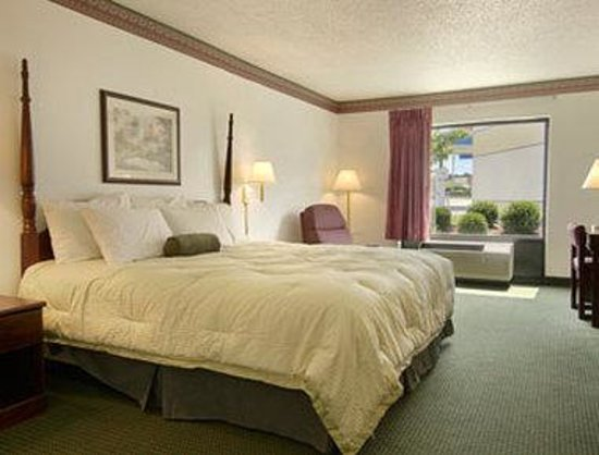 Pearl, MS: Standard King Bed Room