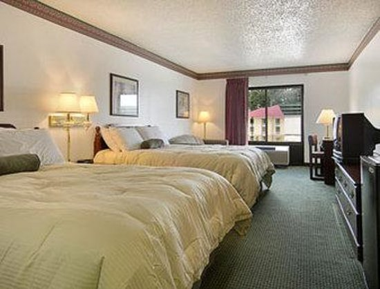 Pearl, MS : Standard Two Queen Bed Room