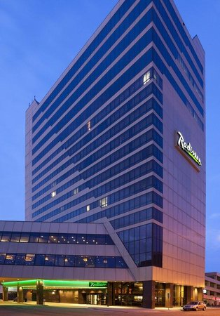 , : Radisson Fargo Exterior Night