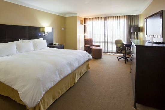, : Radisson Fargo King
