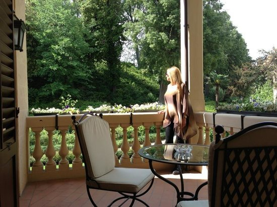 Four Seasons Hotel Firenze: Our amazing balcony!! Bella!!
