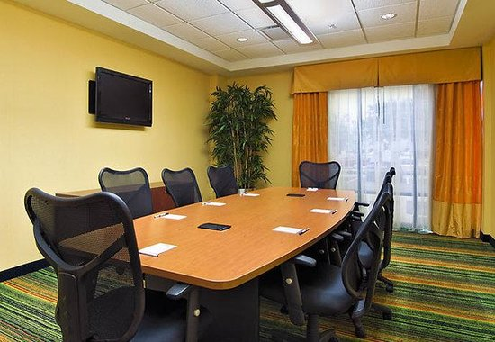 Fairfield Inn & Suites Louisville Downtown : Boardroom