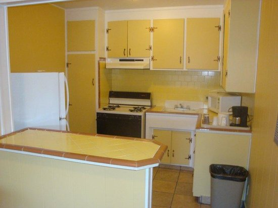 Hitching Post Motel: Kitchen