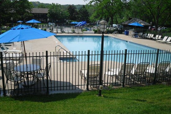 Fontana, WI: Outdoor Pools