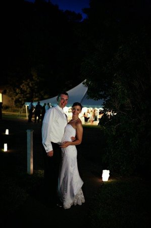 Echo Lake Inn: Bride And Groom With Luminaries St Phalle