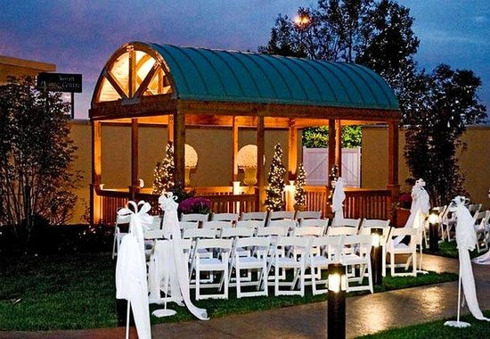Canton, OH: Outdoor Gazebo Wedding