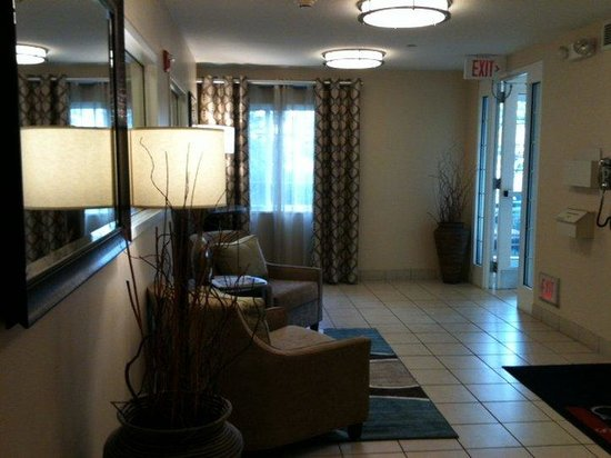 Candlewood Suites Columbus Airport: Hotel Lobby