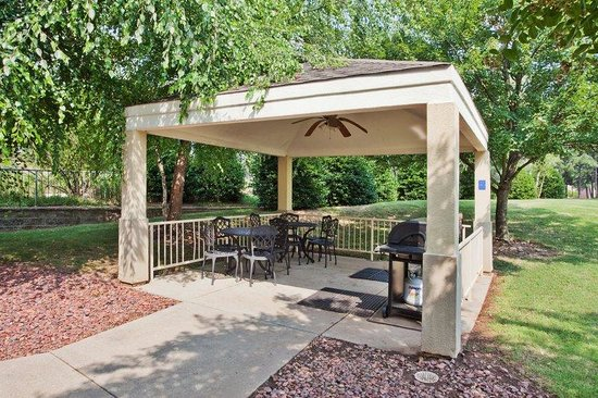 Duluth, GA: Candlewood Gazebo with Gas Grills