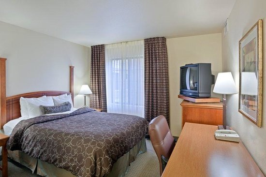 Staybridge Suites Vancouver - Portland Area: One Bedroom Suite with seperate King bedroom