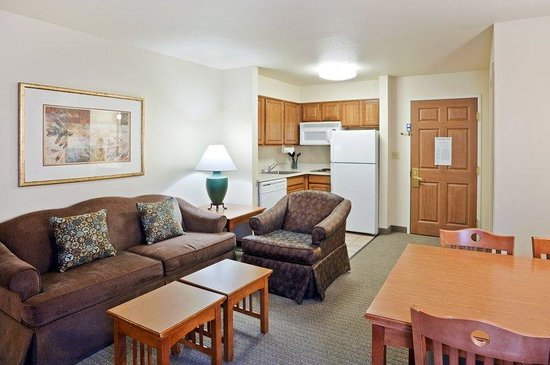 Staybridge Suites Vancouver - Portland Area : Staybridge Suites-Vancouver Two Bedroom Suite living room area