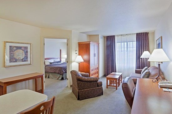 Staybridge Suites Vancouver - Portland Area: Staybridge Suites-Vancouver One Bedroom Suite living room