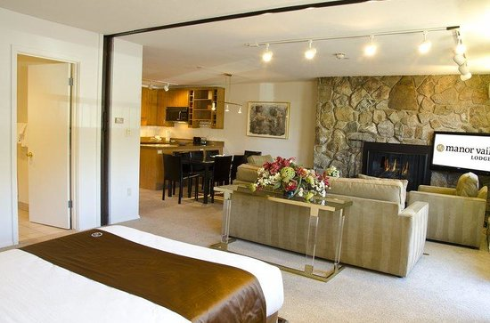 Manor Vail Lodge: 2 bed Living room - Murphy Gold