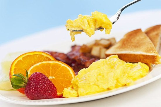 Manor Vail Lodge: Breakfast With Fruit