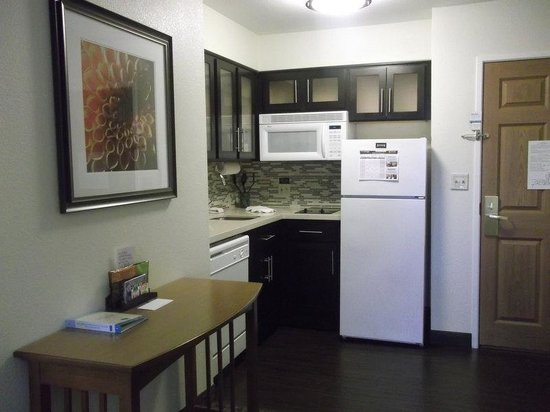 Staybridge Suites San Diego Rancho Bernardo Area: Studio Kitchen