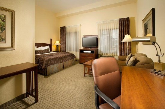 Linthicum, MD: King Bed Guest Room Suite