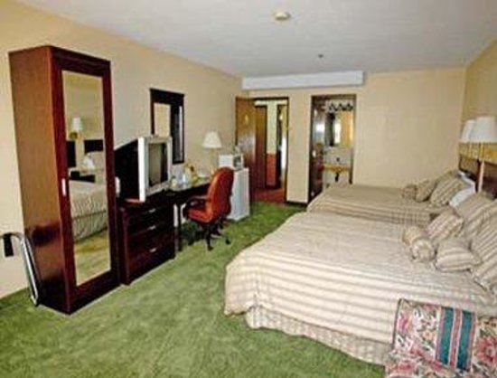 Wallaceburg, Canada: Suite With Two Double Beds