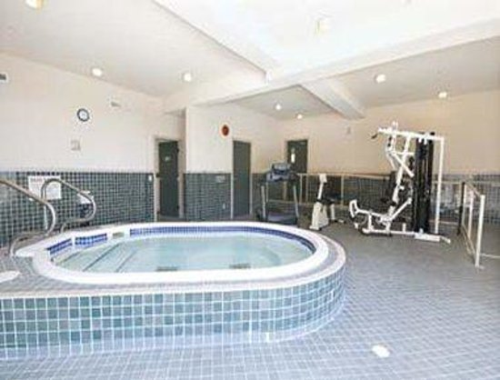 Howard Johnson Suites Victoria: Jacuzzi/Gym