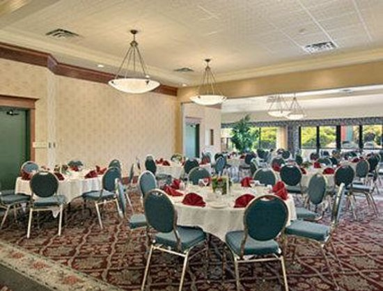 Kelowna Ramada Hotel and Conference Center: Oak Ballroom