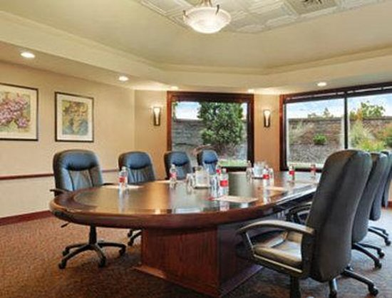 Kelowna Ramada Hotel and Conference Center: Meeting Room