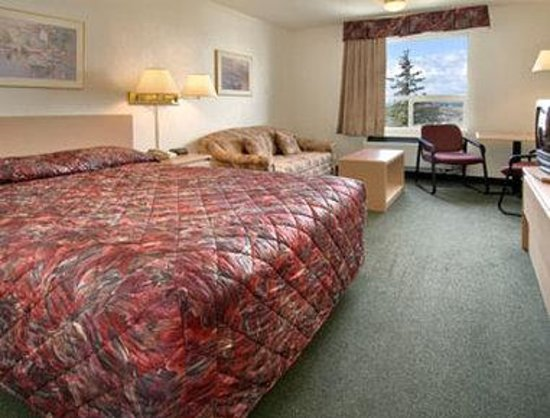 Grande Prairie, Canada: Standard Queen Bed Room