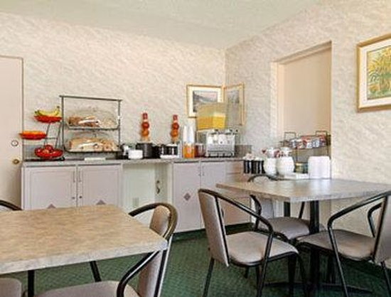 Ramada Limited Calgary: Breakfast Area