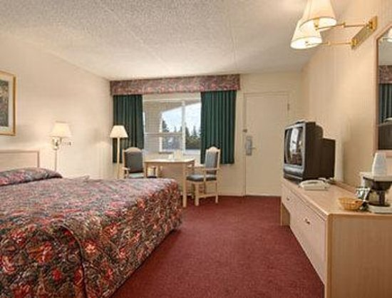 Ramada Limited Calgary: Standard King Bed Room