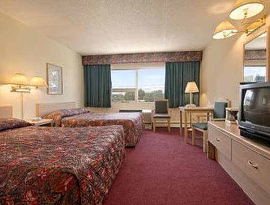 Ramada Limited Calgary: Standard Two Queen Bed Room
