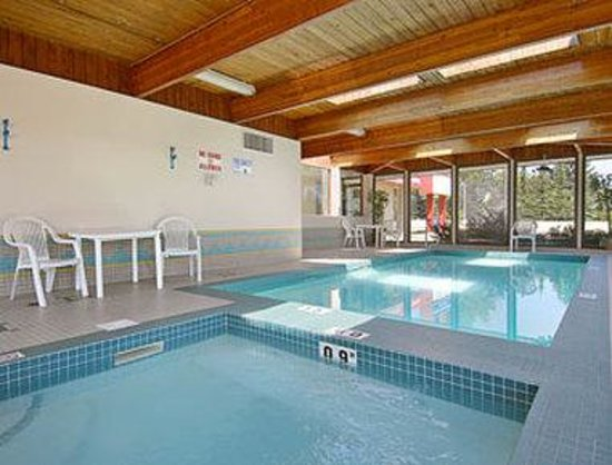 Ramada Limited Calgary: Indoor pool