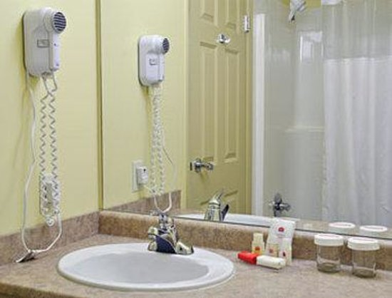 Ramada Limited Golden: Bathroom