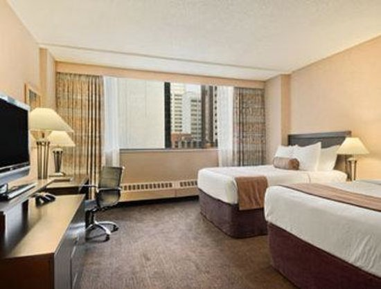 Ramada Hotel Downtown: Standard Two Double Bed Room