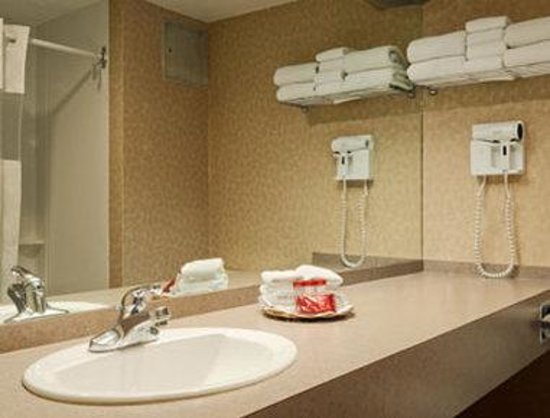 ‪‪Ramada Hotel Downtown‬: Bathroom‬