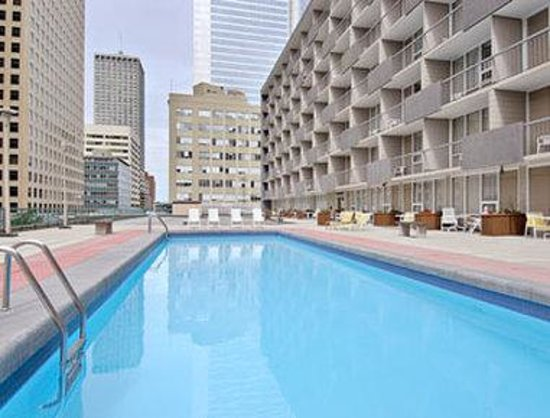 Ramada Hotel Downtown: Pool