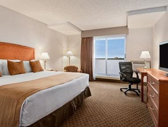 Ramada Edmonton South: One King Bed Room