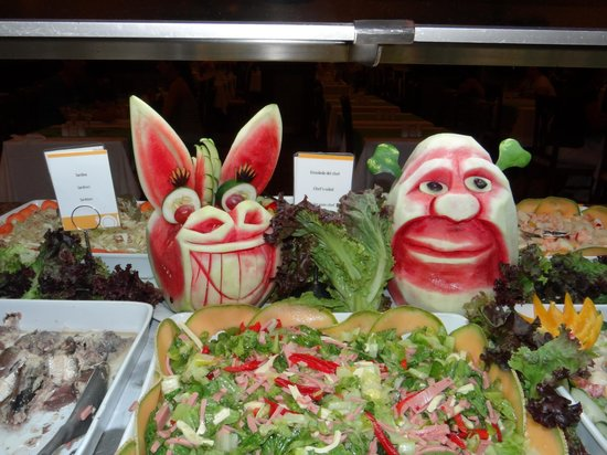 ClubHotel Riu Tequila: Decorations on the buffet