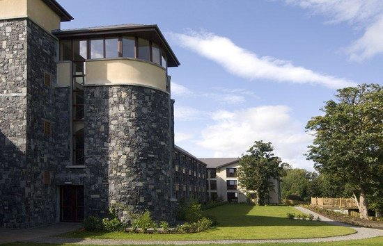 BEST WESTERN PLUS Westport Woods Hotel: Exterior Of Hotel