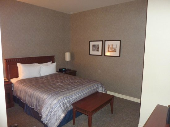 Le Square Phillips Hotel &amp; Suites: Bedroom